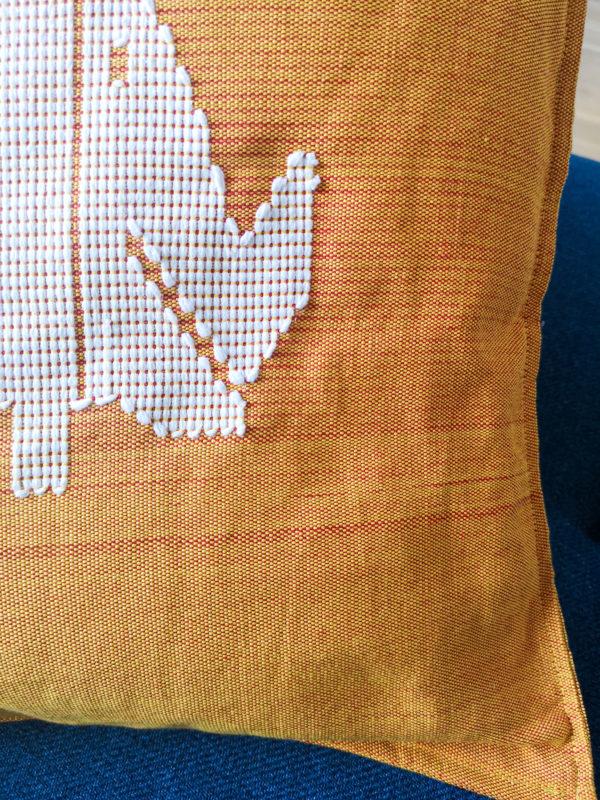Coussin éléphant en tissu Kente